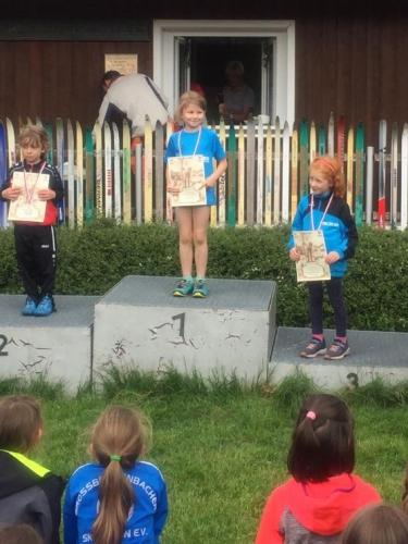 Siegerehrung Steimheid, Platz 1 Nelli Halfter, Platz 3 Anna Süßenguth